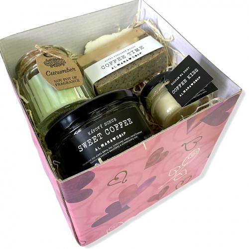 Darčeková krabička s uhorkovou sviečkou a kávovou prírodnou kozmetikou