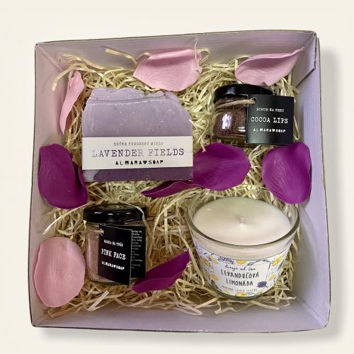Darčeková krabička s levanduľovou sviečkou a prírodnou kozmetikou