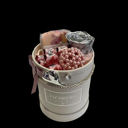 Luxusný darčekový box s veľkou striebornou trvácnou ružou