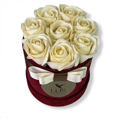 Bordový sametový box s maslovými ružami