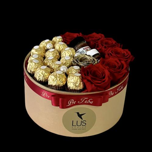 Exkluzívny zlatý darčekový box s červenými trvácnymi ružami