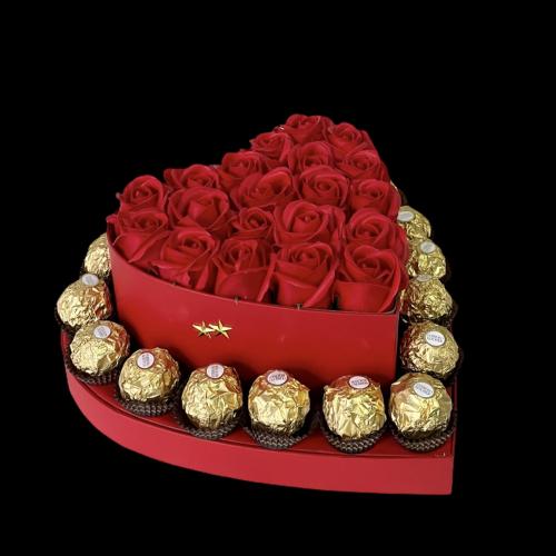 Srdce s červenými ružami a pralinkami Ferrero Rocher