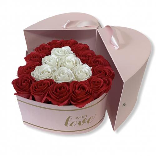 Lososový otvárací flower box s veľkými červenými a bielymi ružami