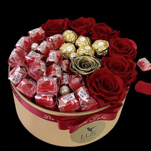 Luxusný darčekový box s ružami a pralinkami