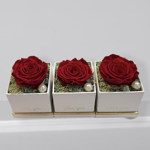 Malý hranatý box so stabilizovanou červenou ružou