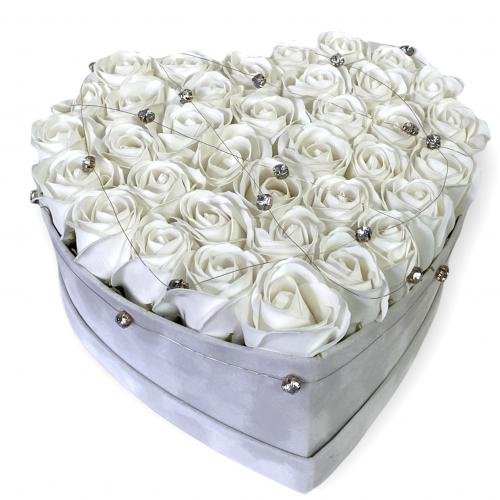 Biely sametový box s bielymi ružami Pure Love